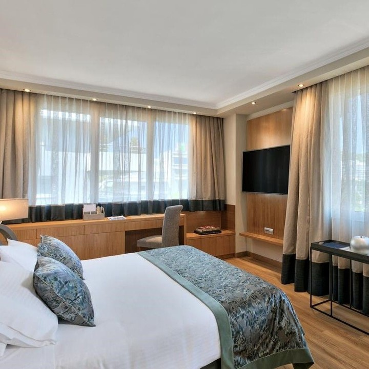 The Divani Caravel Hotel, in the heart of Athens, offers ...