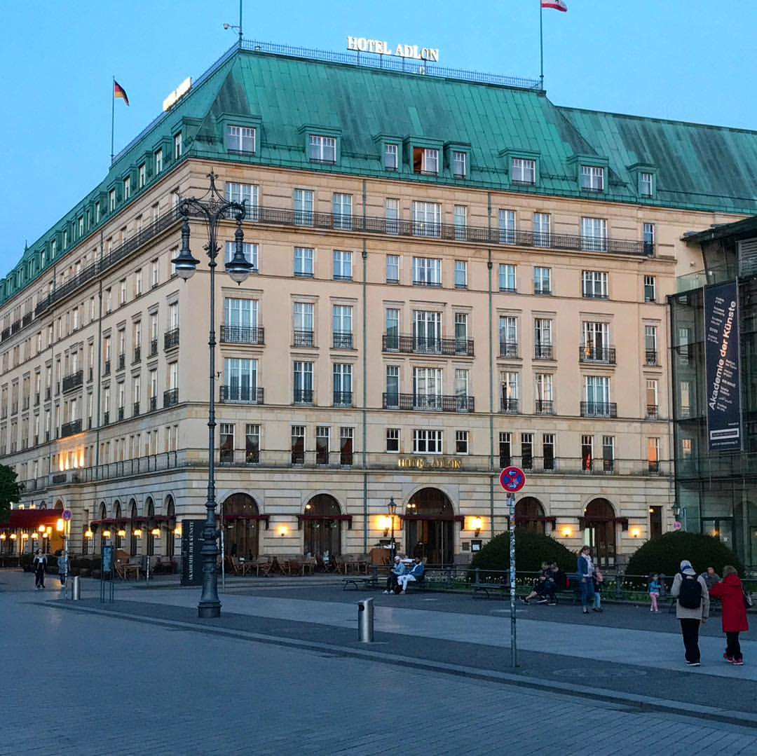 Traditional Hotel Adlon directly Brandenburger Tor in Ber...