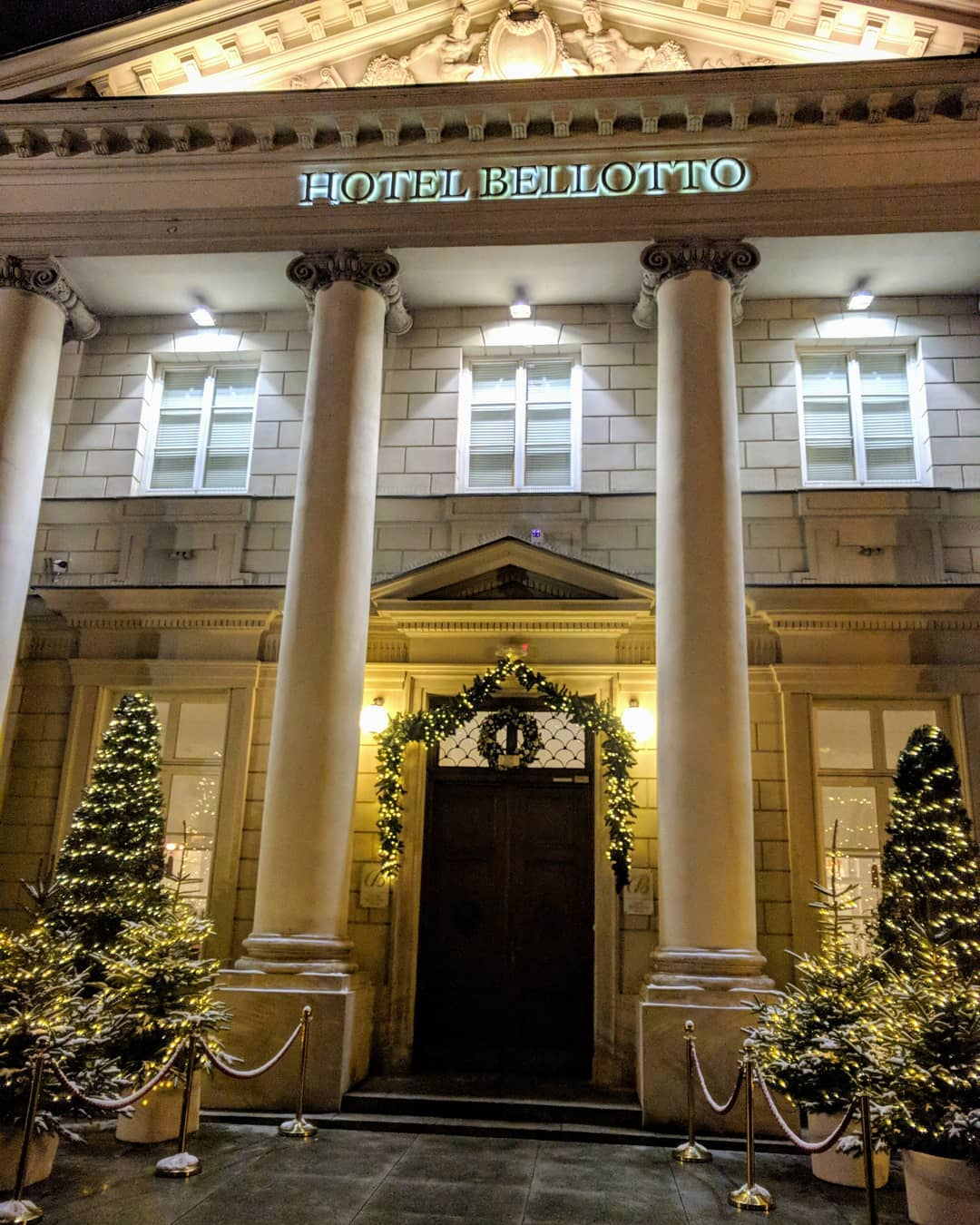 @hotelbellotto Warsaw in beautiful scenery of Christmas.