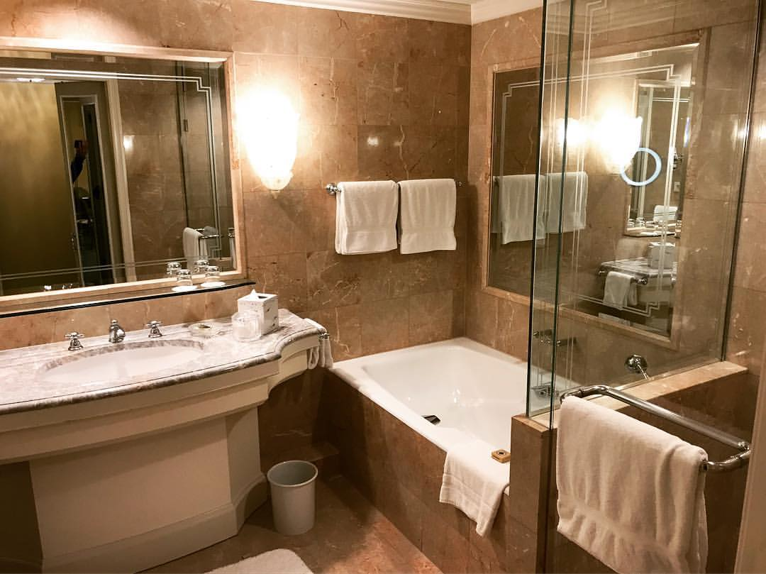 Regent hotel bathroom