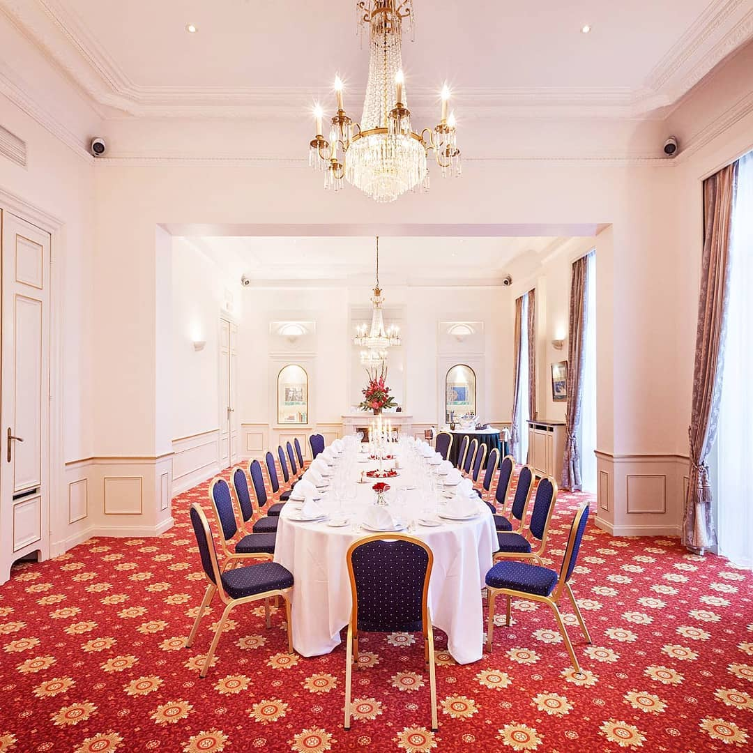 Discover our meeting room 'Langevin' which would ...