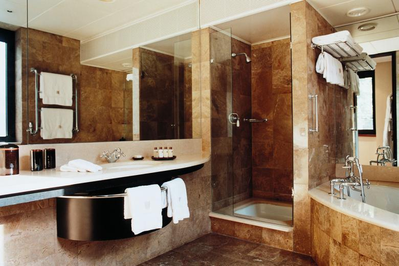 COMO the Halkin london bathroom